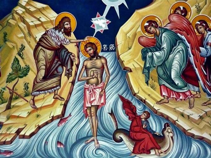 Boboteaza, tradiții și obiceiuri. De ce se aruncă crucea în apă