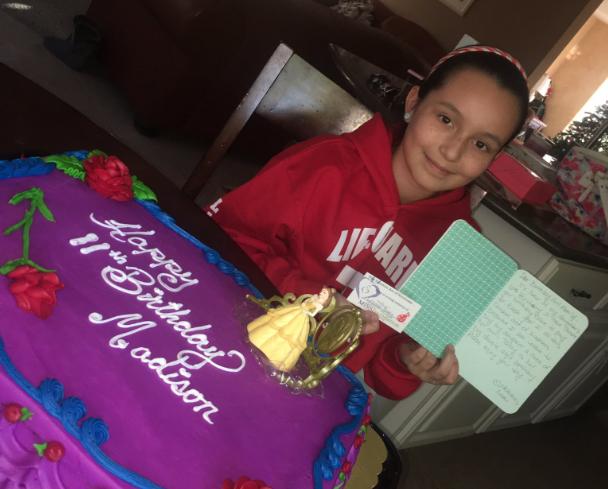 O mamă face cadou un tort, anual, pentru a-i aduce un omagiu fiicei sale decedate