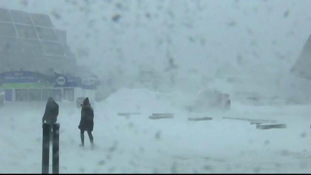 """Un """"ciclon-bombă"""" afectează America de Nord: școli închise, case fără curent și zboruri anulate"""
