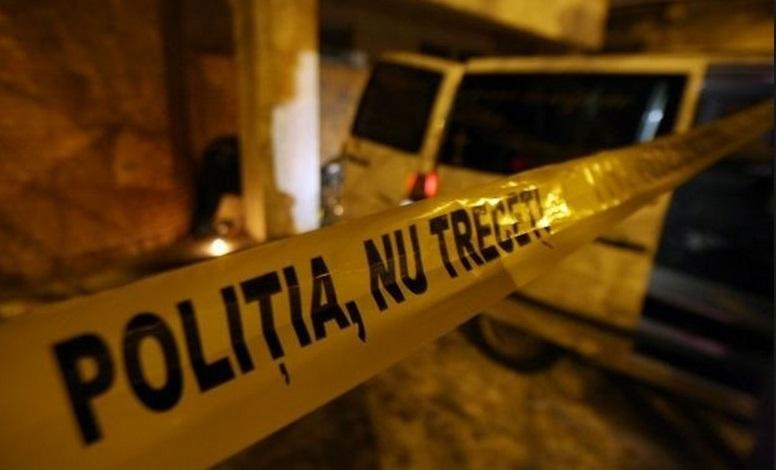 Moarte suspectă în Mioveni. Tânăr găsit fără suflare în scara blocului, după o noapte cu prietenii