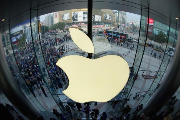 Apple, la un pas de-a ajunge prima companie americană cu valoarea de piaţă de un trilion de dolari