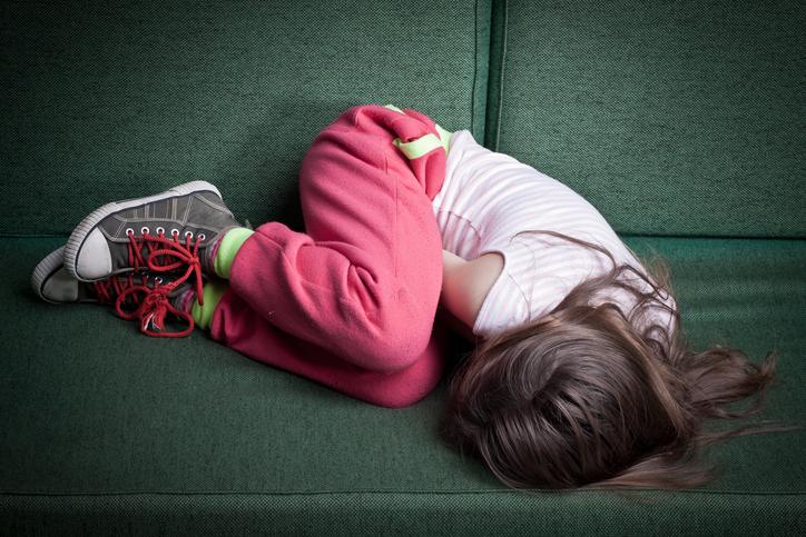 Copilă de 12 ani, însărcinată, supusă unei cezariene de urgență, în Vâlcea