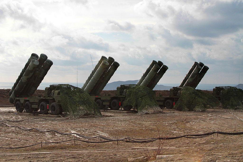Rusia va începe să livreze Turciei sistemul de apărare antiaeriană S-400 în 2019