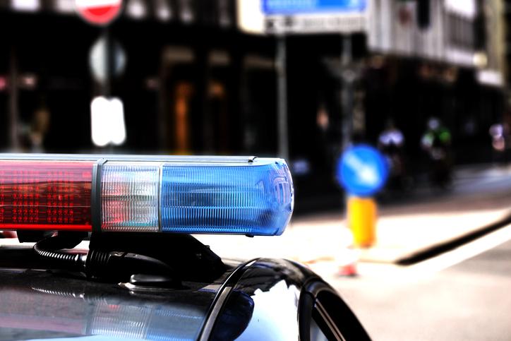 Motivul pentru care un paznic care imobilizase un bărbat cu armă a fost împușcat mortal de polițiști