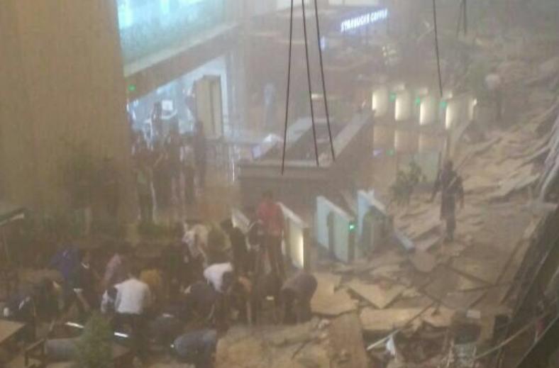 Dezastru la Bursa din Jakarta: 72 de răniți, după ce un etaj s-a prăbușit peste ei