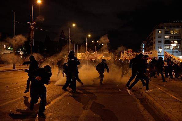 Proteste violente față de adoptarea unor noi măsuri de austeritate, în Grecia