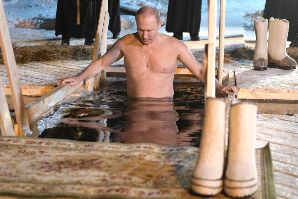 Vladimir Putin a intrat în apa îngheţată, de Boboteaza pe stil vechi