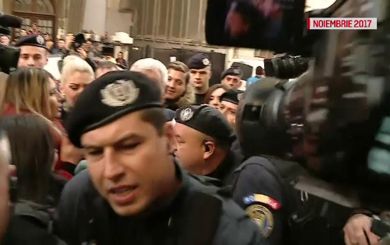 Jandarmul care a lovit protestatarii, anchetat de Parchetul Militar. Ce pedeapsă riscă