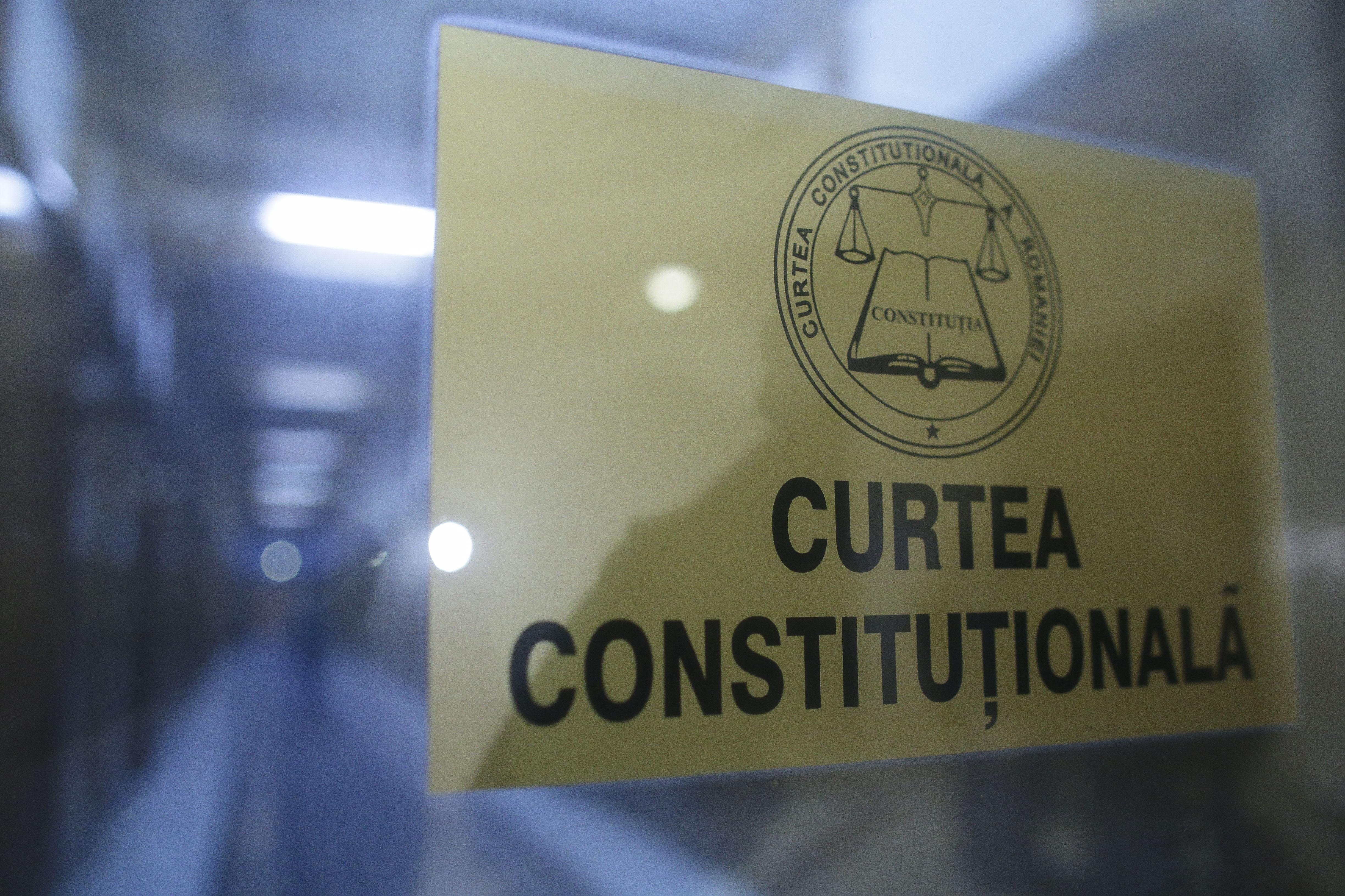 CCR: Senatul a încălcat rolul decizional al Camerei Deputaţilor în procedura de adoptare a unei legi
