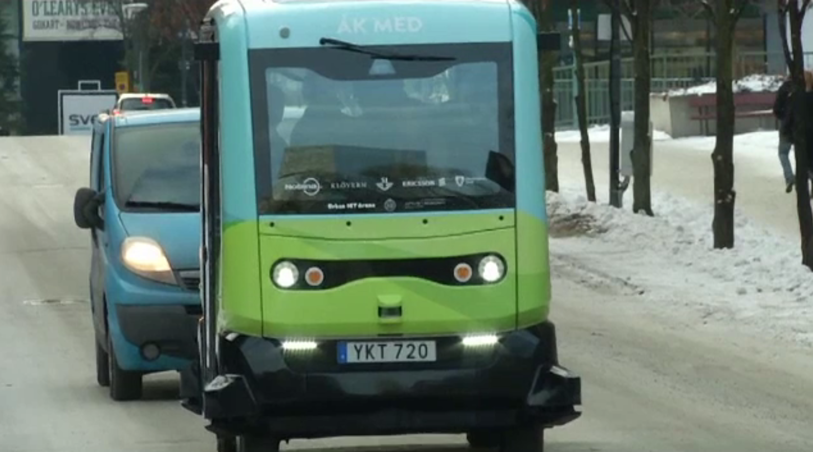 Microbuz autonom, pe șoselele din Stockholm. Viteza de deplasare a vehiculului
