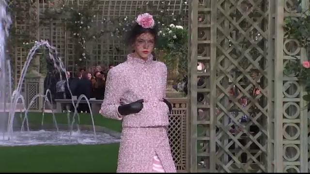 Săptămâna Modei de la Paris. Culorile fondantelor, în rochiile și costumele Chanel