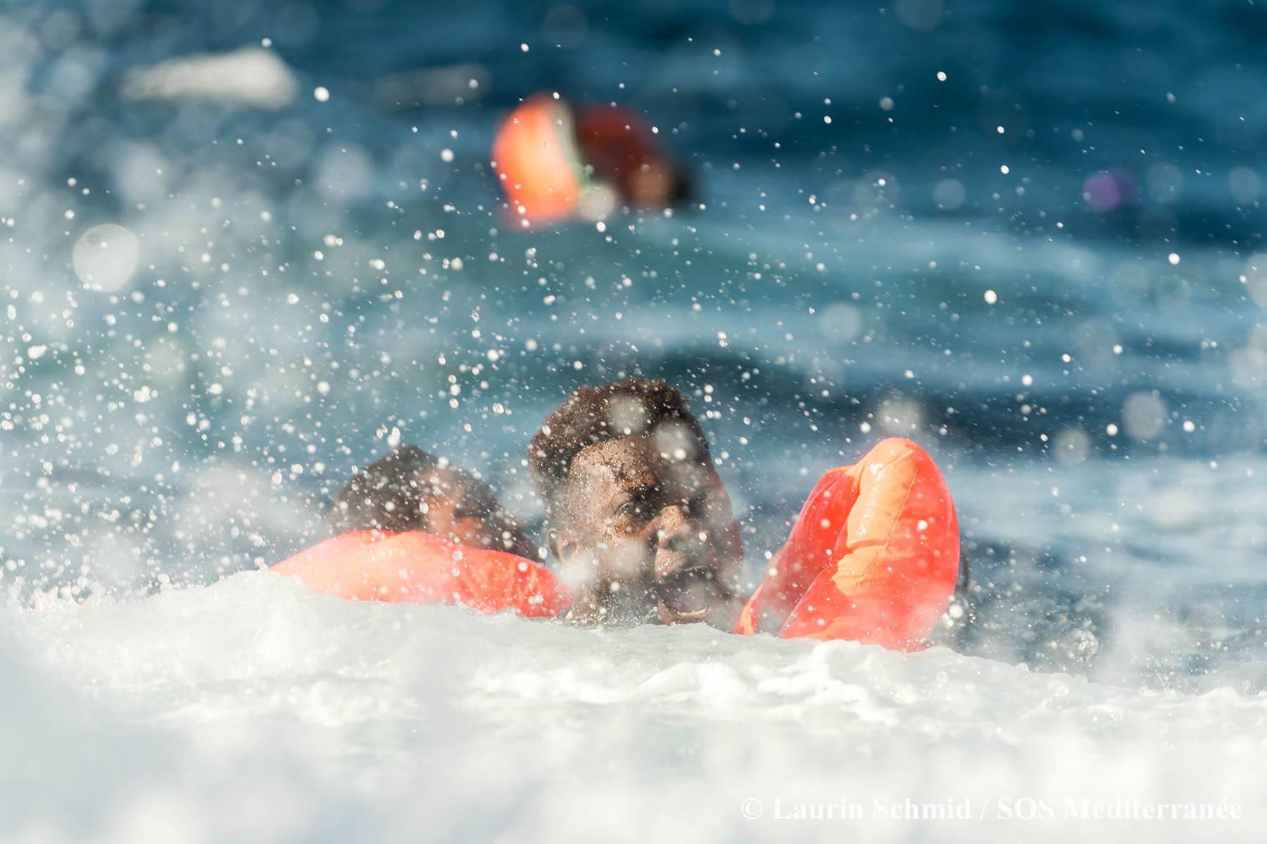 Ambarcaţiune cu migranţi, scufundată lângă Antalya. 6 copii s-au înecat