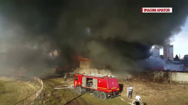 Incendiu urmat de o explozie, la un service auto din Câmpina