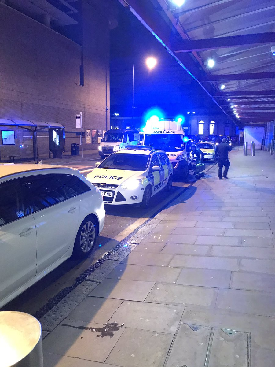 """Atac într-o staţie feroviară din Manchester. Atacatorul a strigat """"Allah"""""""