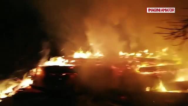 Teroare într-un sat din Mehedinţi. Oamenii cred că cineva le incendiază intenţionat fânul