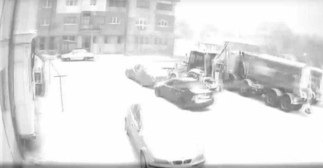 Fenomen straniu într-o localitate din Buzău: ninsoare însoţită de furtună cu fulgere