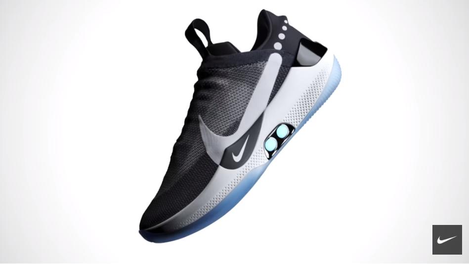 """Nike a lansat pantofii care îşi leagă singuri şireturile. Cum """"funcționează"""". VIDEO"""