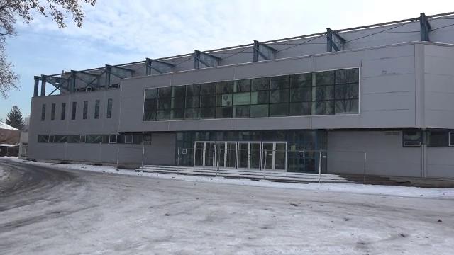 Un patinoar ridicat la Tg. Mureș cu 7,5 milioane € zace nefolosit. Explicația autorităților