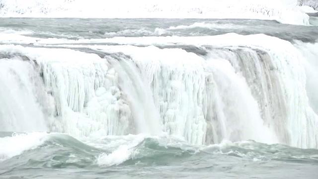 Imagini spectaculoase cu cascada Niagara înghețată. Evenimentul unic petrecut în 1848