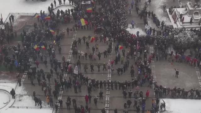 Unirea Principatelor, sărbătorită în toată țara: hore și parade în plină ninsoare