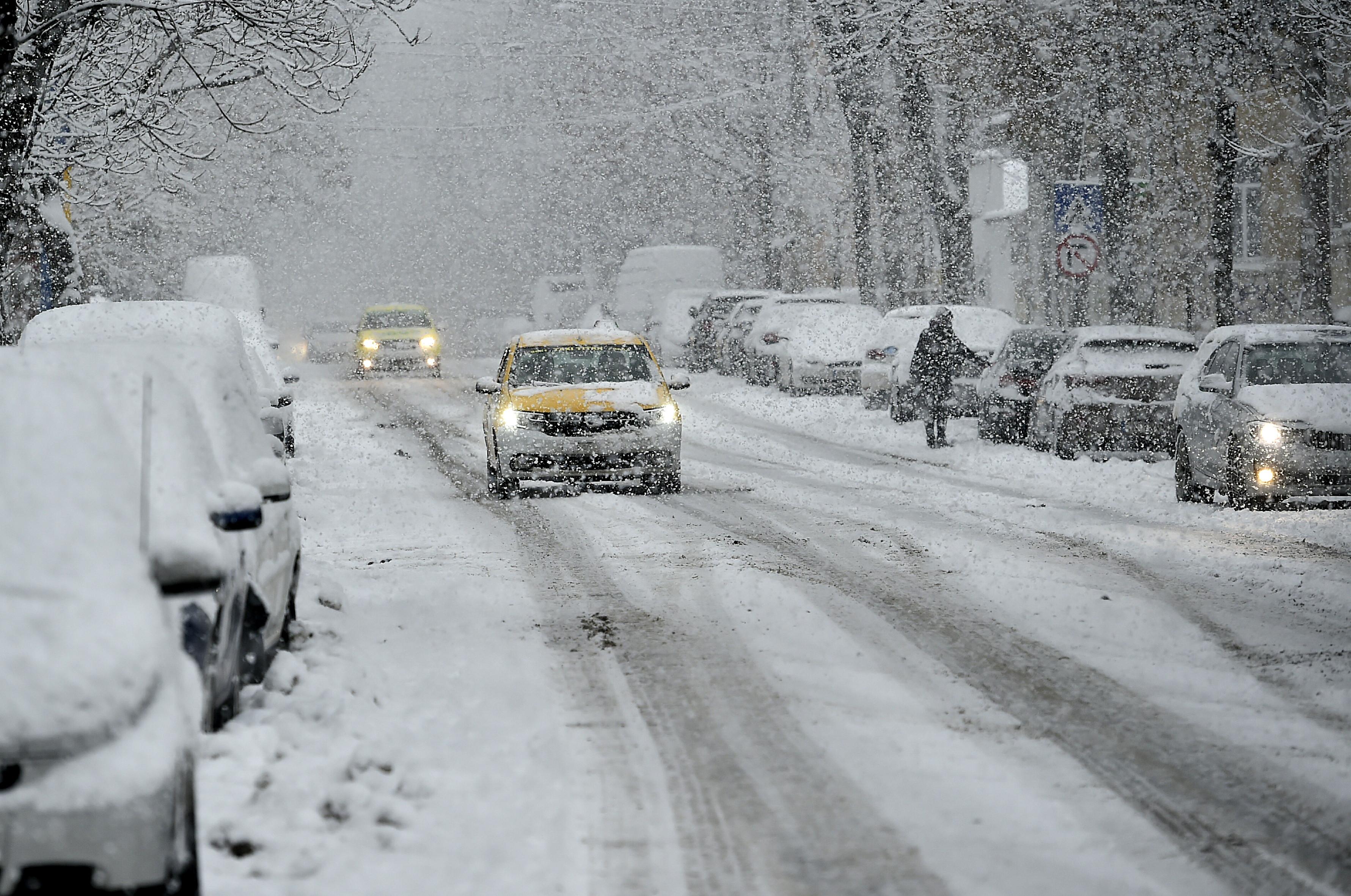 Avertizare meteo specială: va ninge în Bucureşti la noapte. Cât de frig va fi