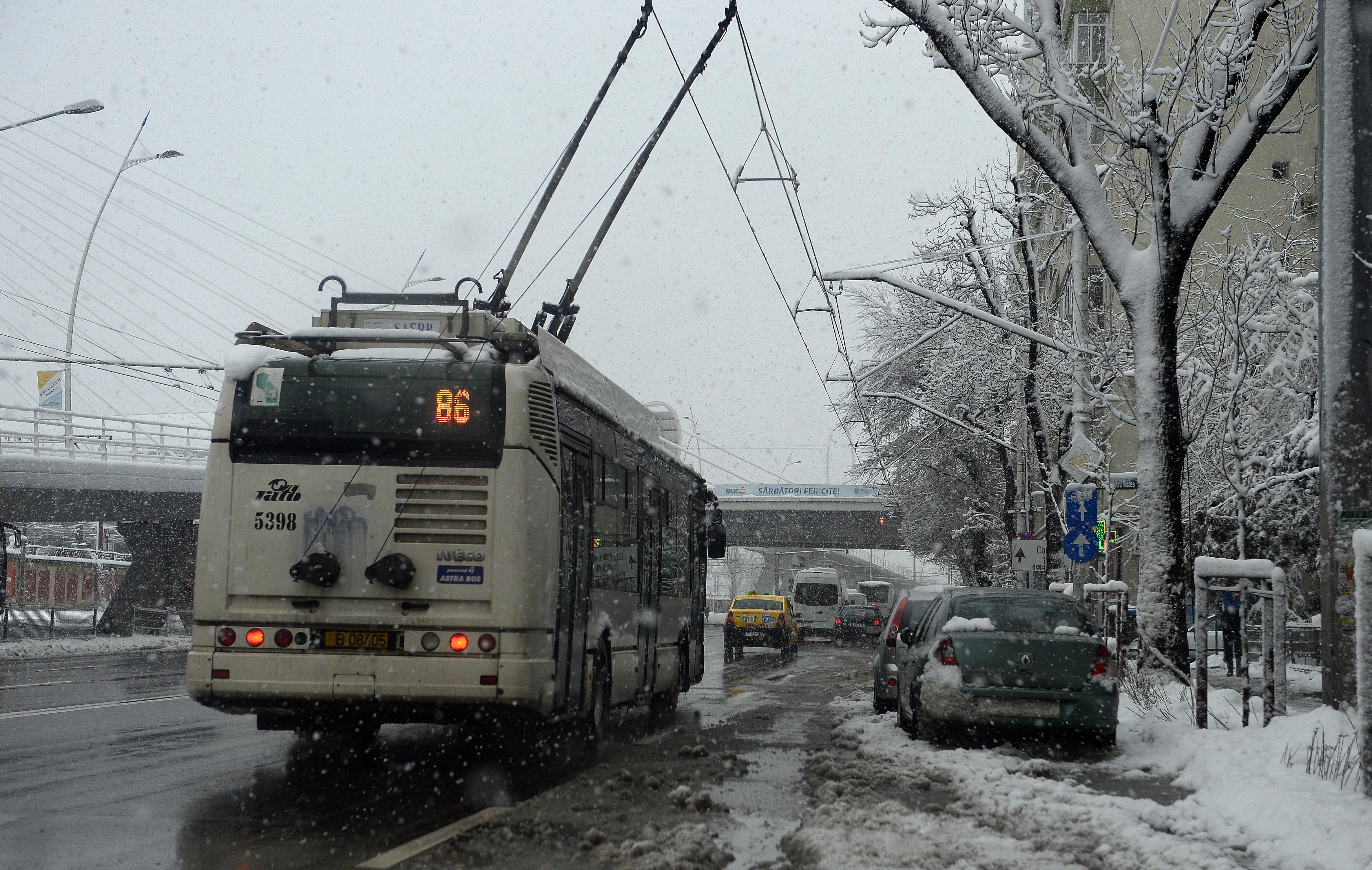 Un bărbat din Galați a ajuns la spital, după ce s-a izbit de un troleibuz