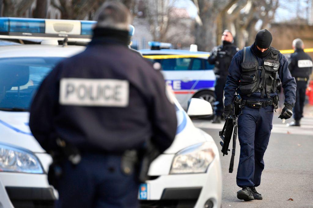 Evadare ca-n filme dintr-un tribunal din Franța. Deținutul, ajutat de un comando înarmat