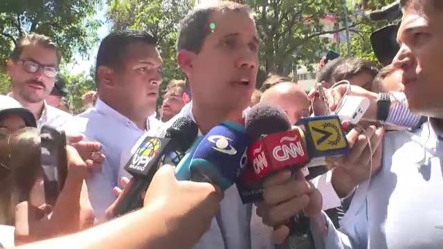 Juan Guaido, autoproclamat președinte, încearcă să atragă Armata de partea sa