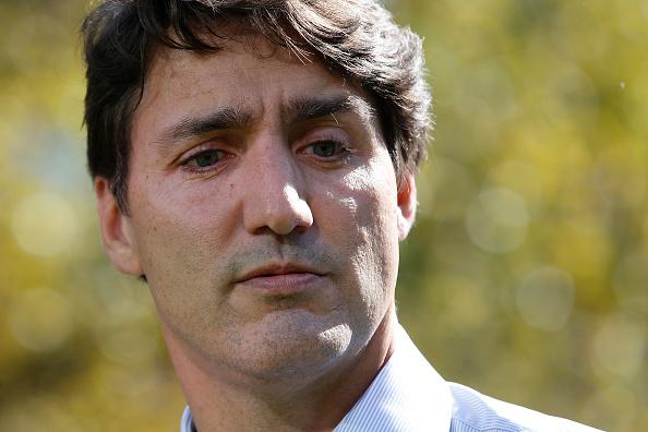 Justin Trudeau, premierul canadian, a fost lovit cu pietre în timpul unei campanii