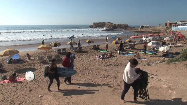 Paradisul pentru surf. Țara în care europenii uită de frig la prețuri mici