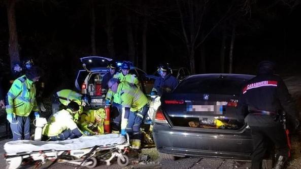 Românul care a șocat Italia. Acuzat de crimă, s-a închis în BMW și și-a dat foc