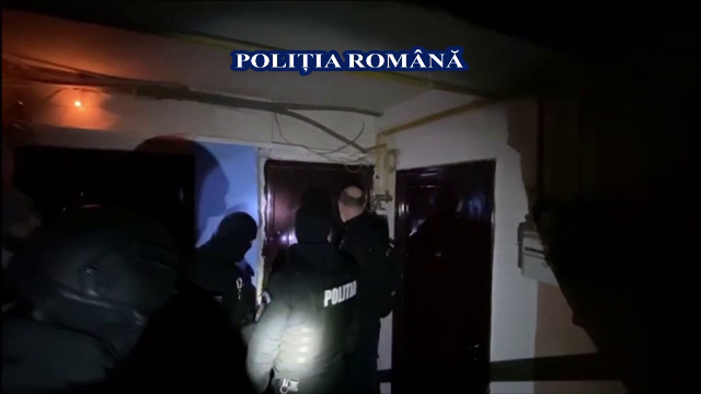Tinere forțate să se prostitueze în apartamente din toată țara de proxeneți din Alba