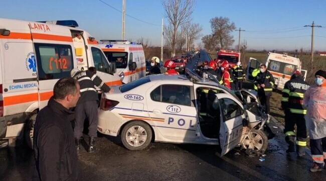 A murit unul dintre polițiștii din Olt grav răniți după ce mașina lor a intrat într-o ambulanță
