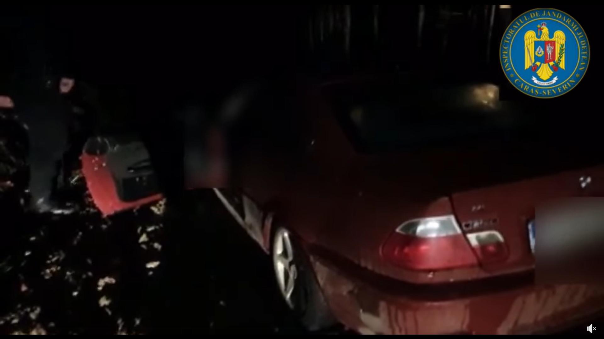 """Șofer blocat în noroi de Revelion, găsit dezbrăcat în mașină de jandarmi. """"Vreau haine și țigări"""""""