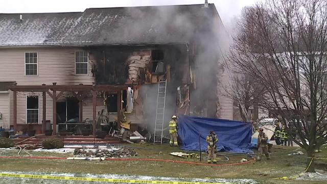 Trei oameni au murit în SUA după ce au intrat cu avionul într-o casă