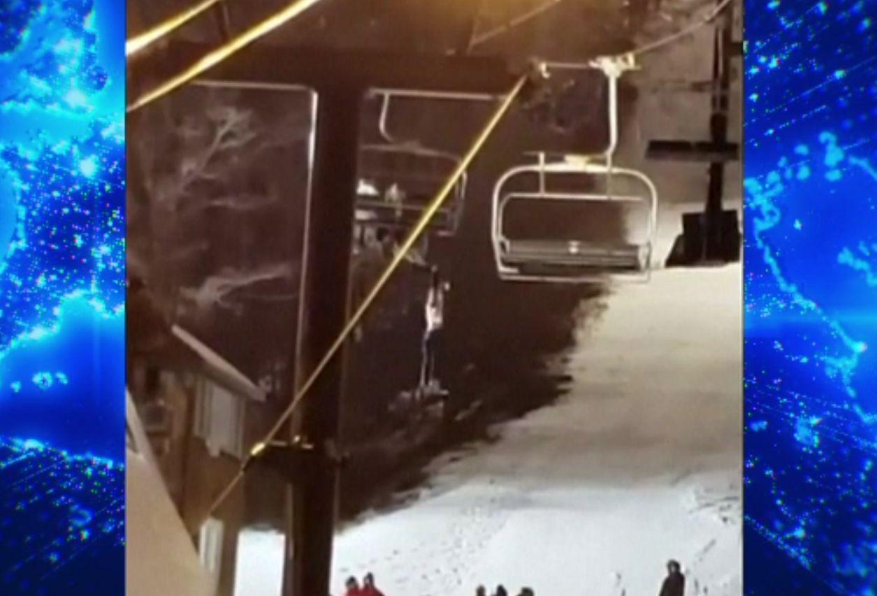 Accident la ski, cu final fericit. O femeie a căzut din telescaun, dar a fost prinsă în siguranță