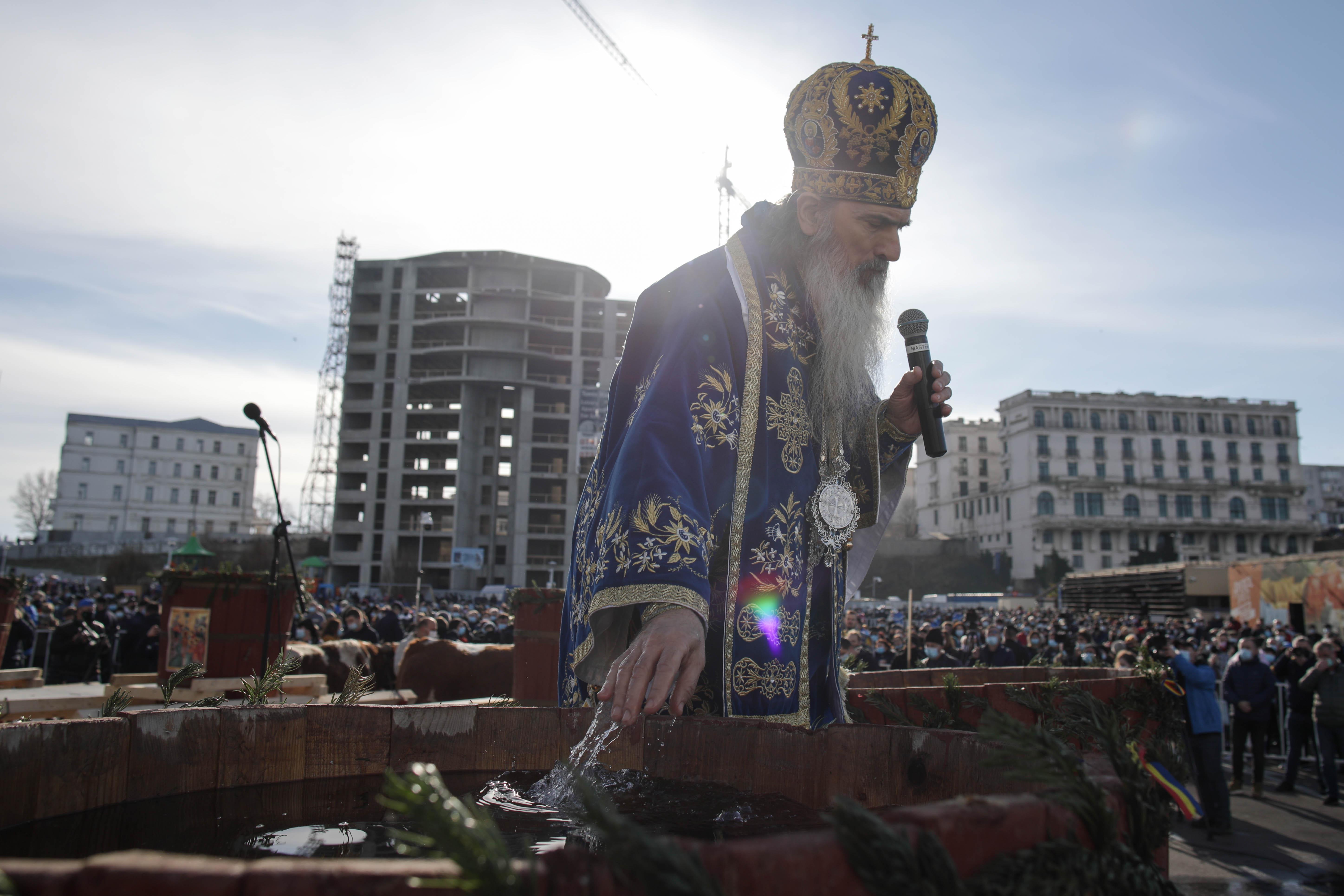 Mii de oameni au participat la slujba de Bobotează de la Constanța