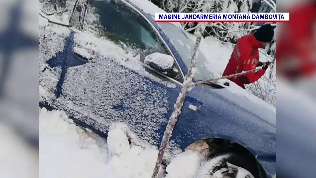 Mașină prăbușită și abandonată în râpă, în Bucegi. Ce au găsit salvamontiștii la fața locului