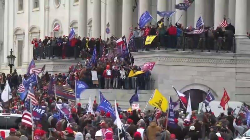 VIDEO. Stare de anarhie la Washington. Susținătorii lui Trump au luat cu asalt Capitoliul și se confruntă cu poliția