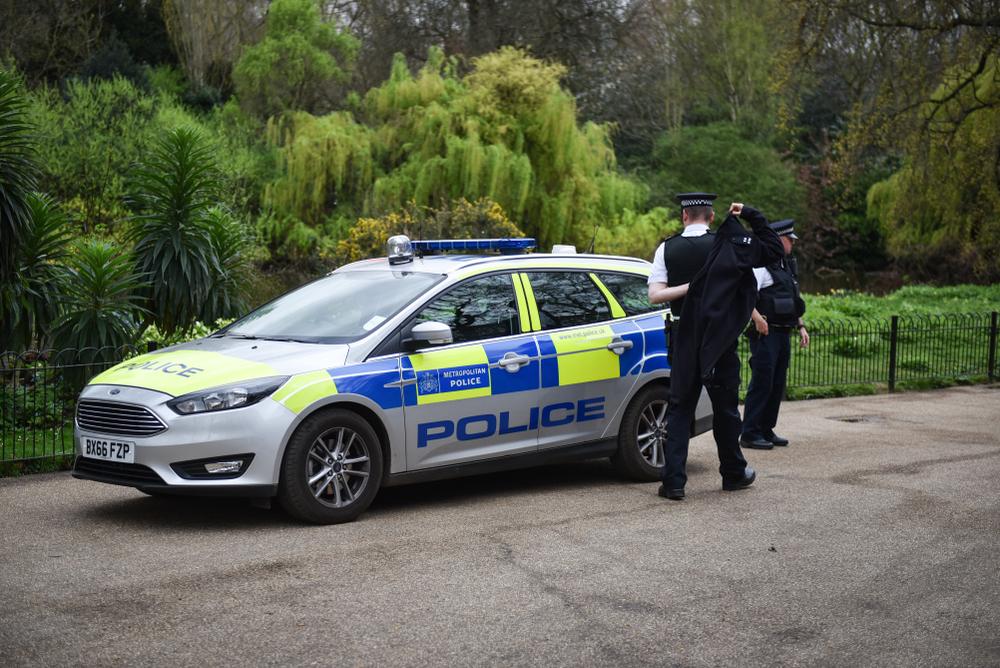 Polițiștii britanici pot ridica oameni de pe băncile din parc pentru încălcarea regulilor coronavirusului