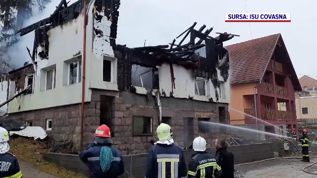 O vilă din stațiunea Tușnad a ars complet. Incendiul ar fi fost provocat de 3 copii