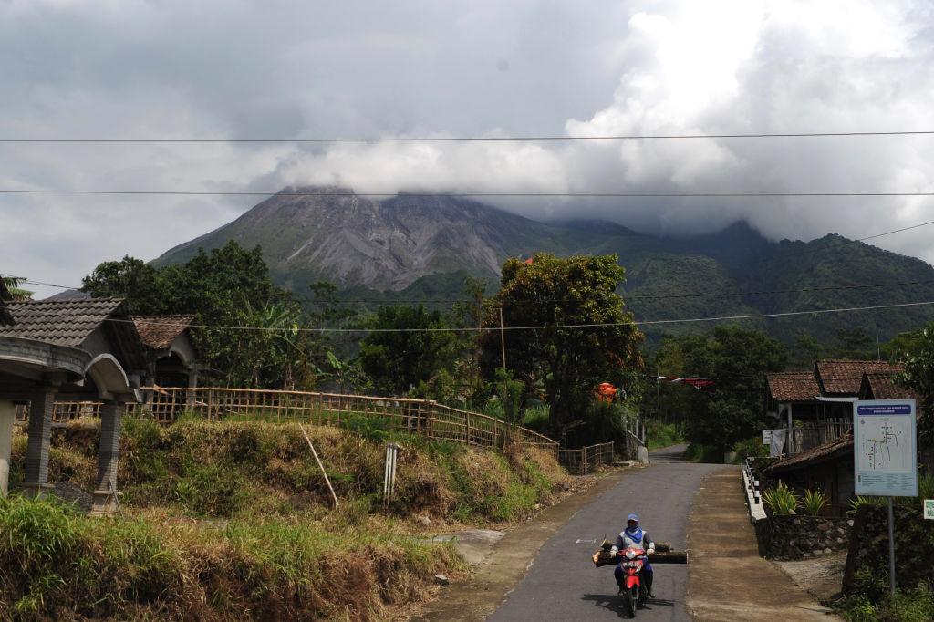 Vulcanul Merapi a erupt în Indonezia. Se află în