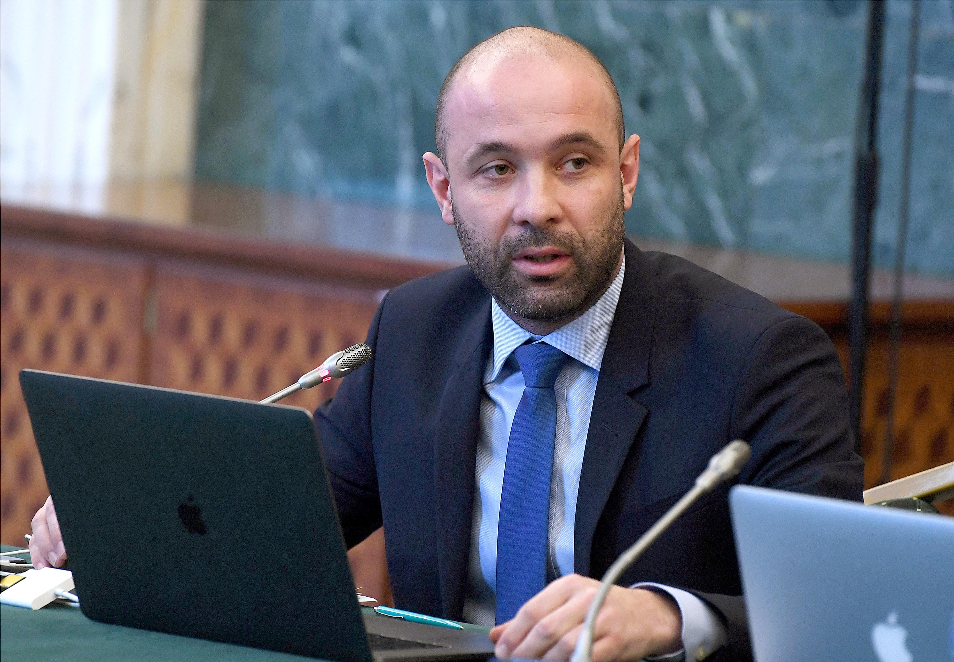 Sabin Sărmaş a fost eliberat din funcţia de preşedinte al Autorităţii pentru Digitalizarea României