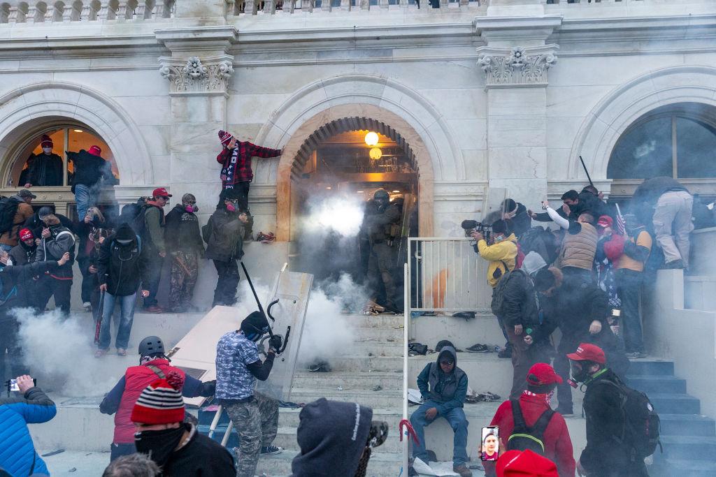 FOTO&VIDEO. Cum arată Capitoliul după ce a fost luat cu asalt de susținătorii lui Trump
