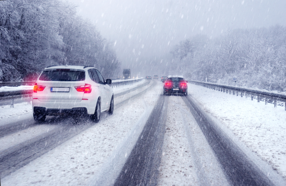 Cum să conduci în siguranță pe timp de iarnă. Recomandările polițiștilor pentru șoferi