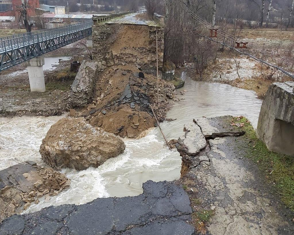 Un pod de pe vremea lui Alexandru Ioan Cuza s-a prăbușit. Autoritățile au considerat că reabilitarea costa prea mult