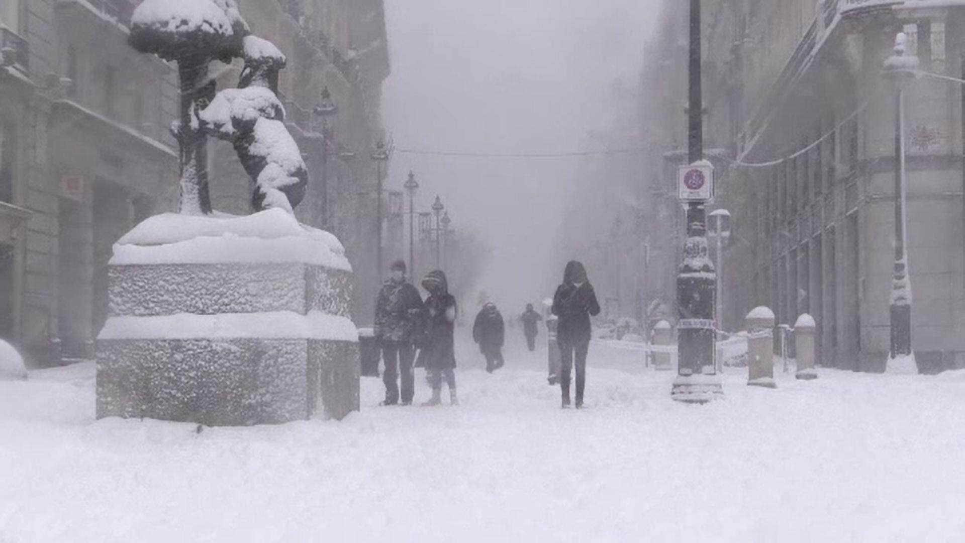 Cantităţi istorice de zăpadă în Spania. Jumătate din țară este sub cod roșu de alertă pentru noi ninsori