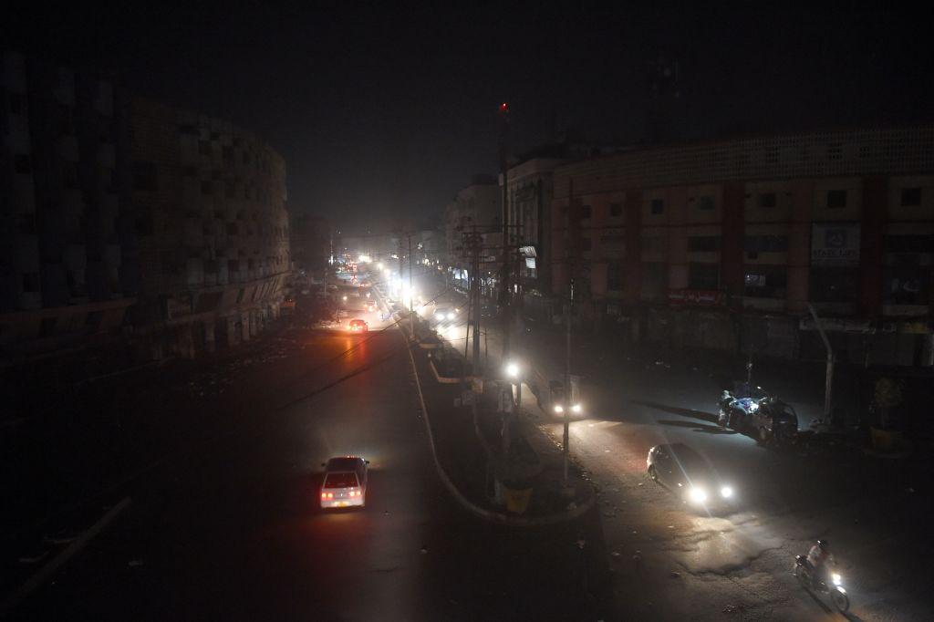 Avarie majoră la rețeaua electrică din Pakistan. Pana de curent a scufundat ţara în întuneric