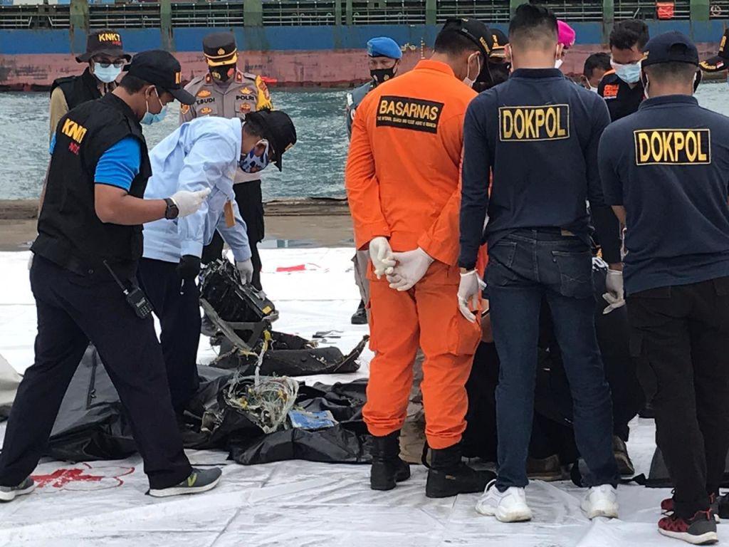Înregistrările unei cutii negre a avionului prăbușit în Indonezia pot fi extrase