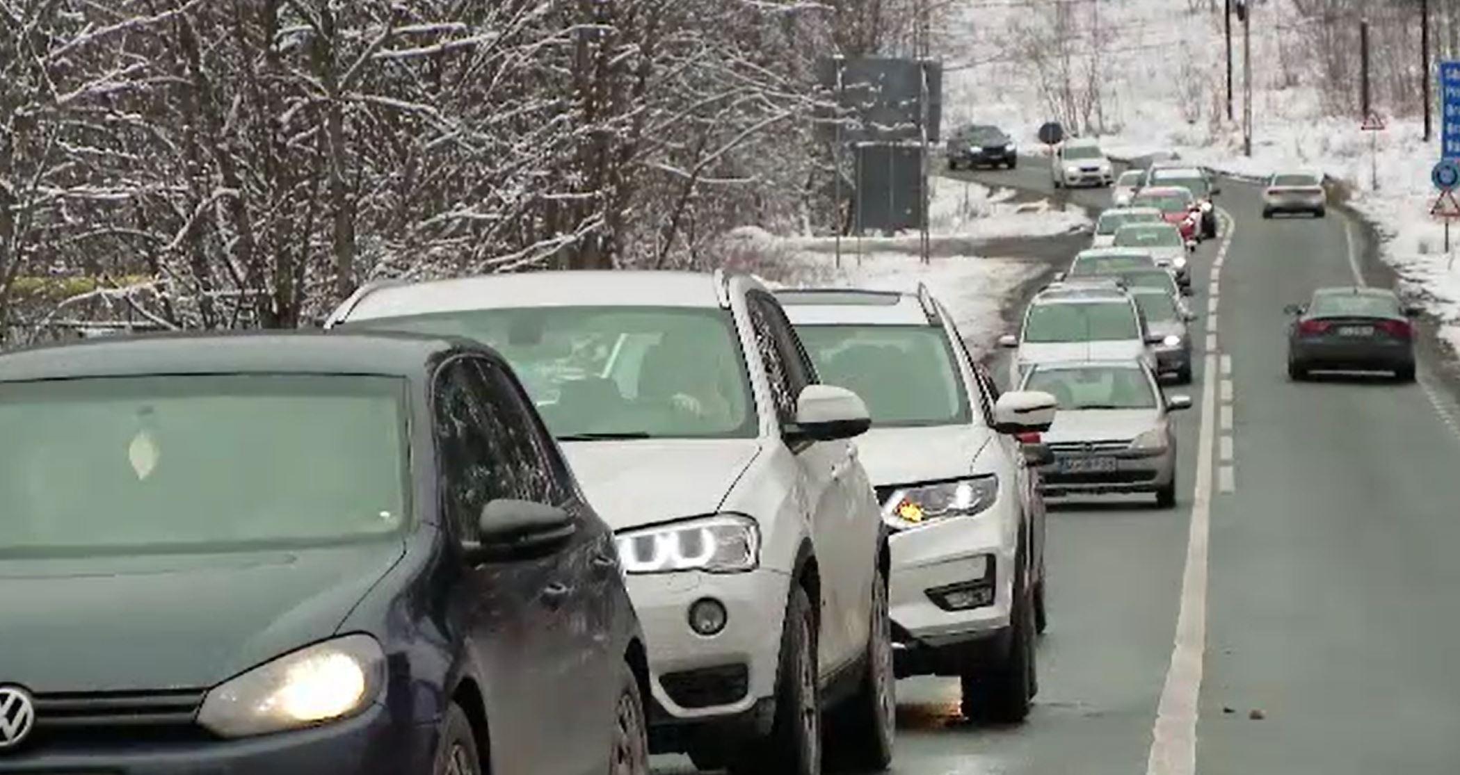 Cozi kilometrice pe DN1, după ce mii de români au ales să-și petreacă weekend-ul la munte